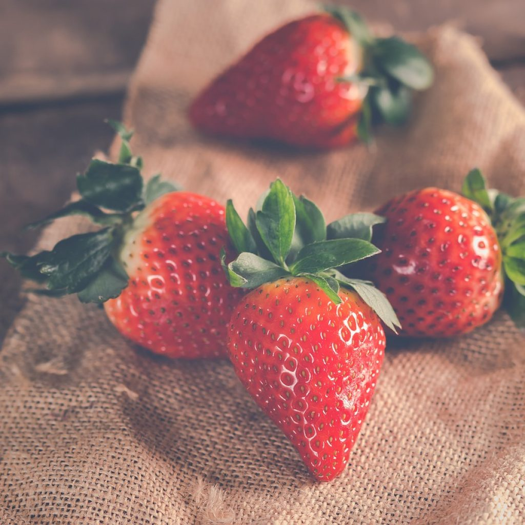 strawberries-3221094_1280